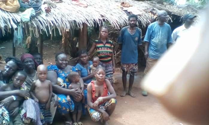 Odette mit Leuten aus Sabongo 2
